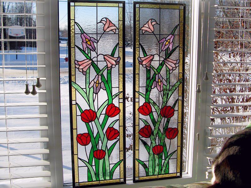 Narrow panels with red roses design